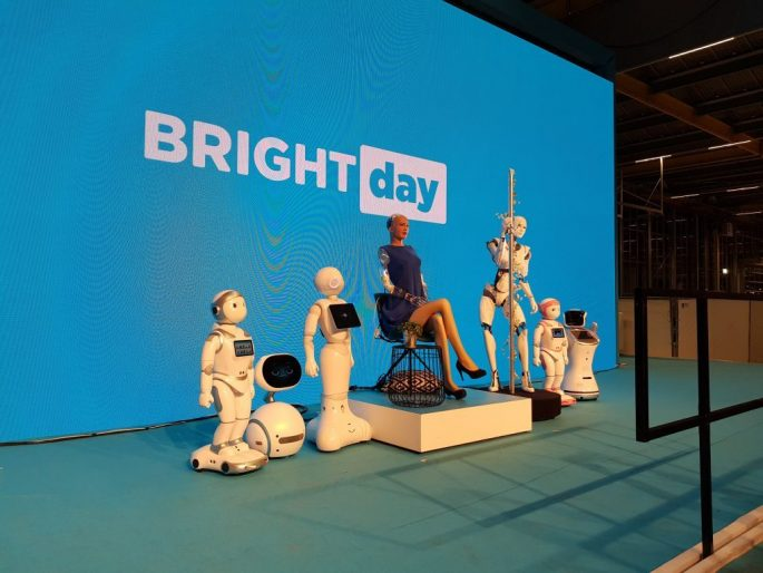 dancing cyborg bij Bright Day
